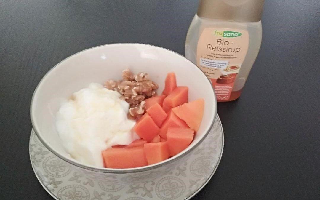 Desayuno sano: Papaya con yogur y jarabe de arroz